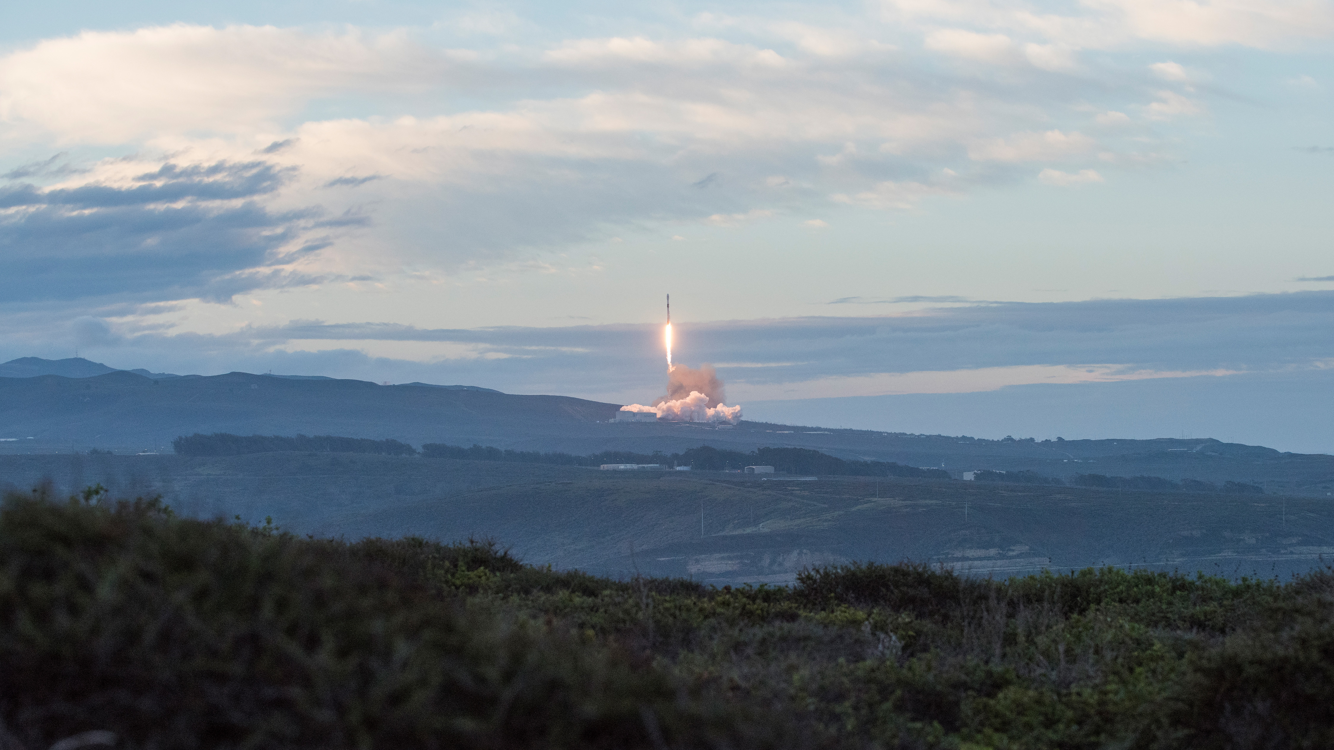 A SpaceX Falcon 9 rocket, carrying the final Iridium mission this year, launches from Space Launch Complex-4E at Vandenberg Air Force Base, CA on Jan. 11, 2018 at 7:31 a.m. PST. (Senior Airman Clayton Wear/U.S. Air Force)