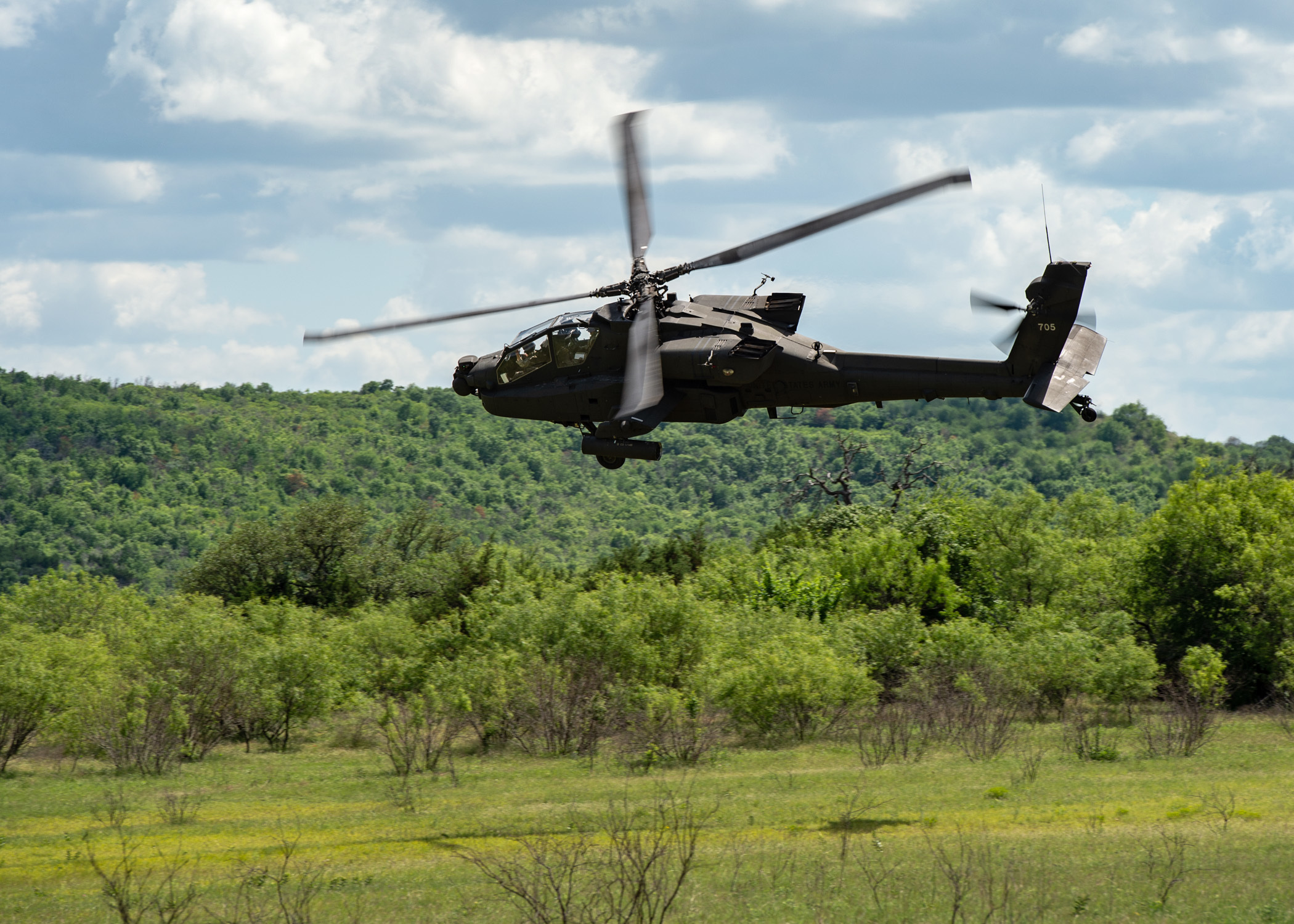 An AH-64D Apache helicopter from the 1st Attack Reconnaissance Battalion, 149th Aviation Regiment, 36th Combat Aviation Brigade conducts aerial gunnery training at Fort Hood, Texas. (Staff Sgt. Mark Scovell, Army)