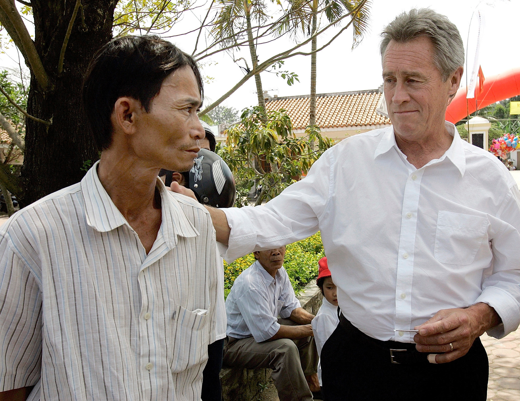Lawrence Colburn dies; helped end Vietnam's My Lai massacre