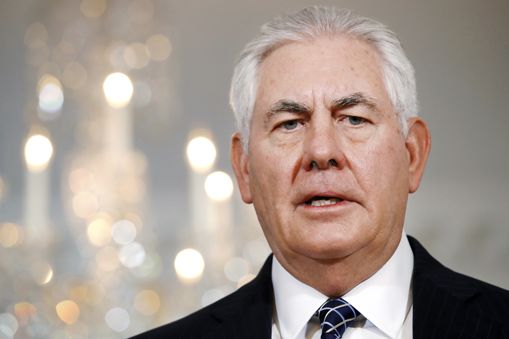 Trump weighs plan to replace Tillerson with CIA's Pompeo