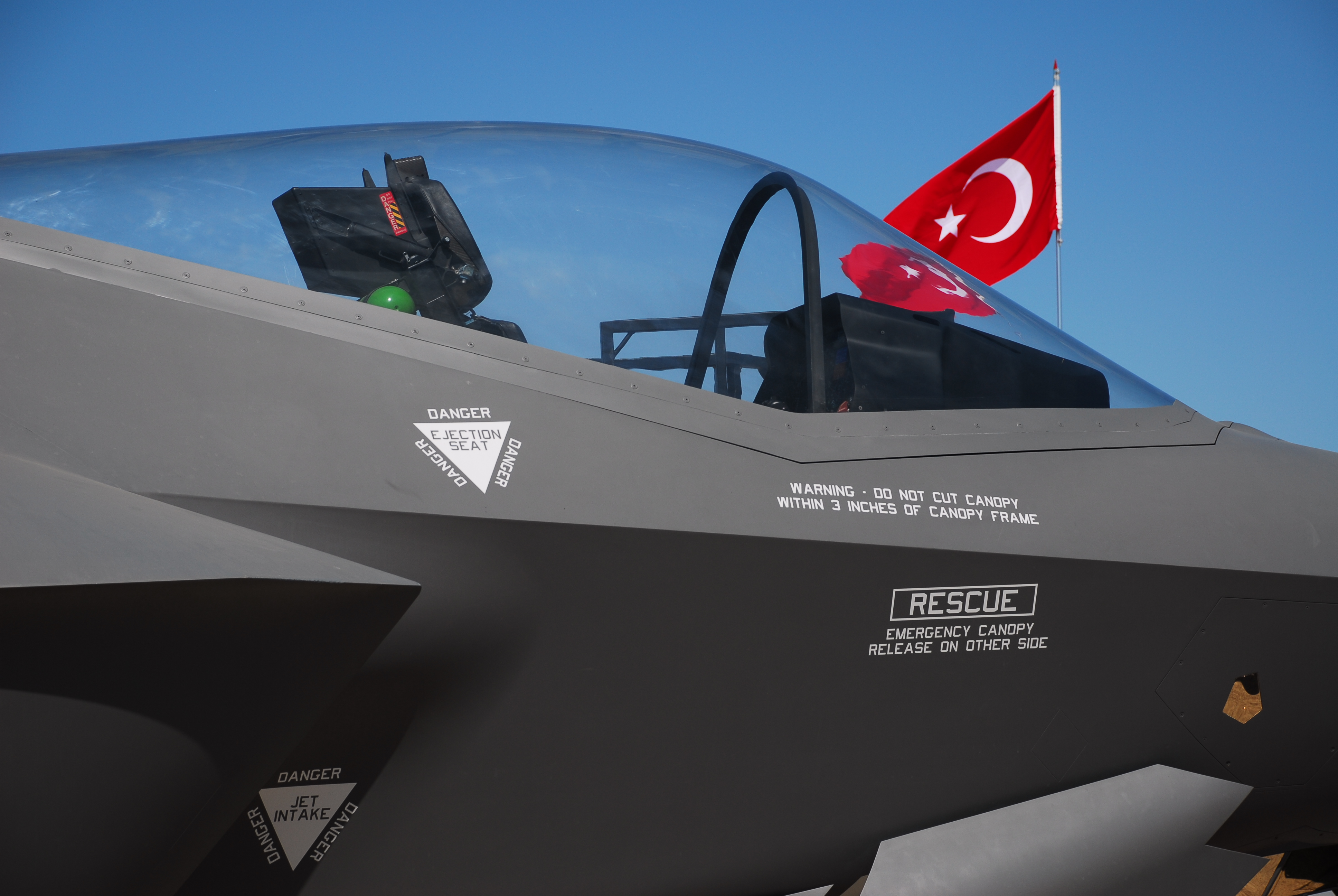 A mock-up of the F-35 cockpit is on display at an air show in Cigli, Turkey. (dardanellas/Getty Images)