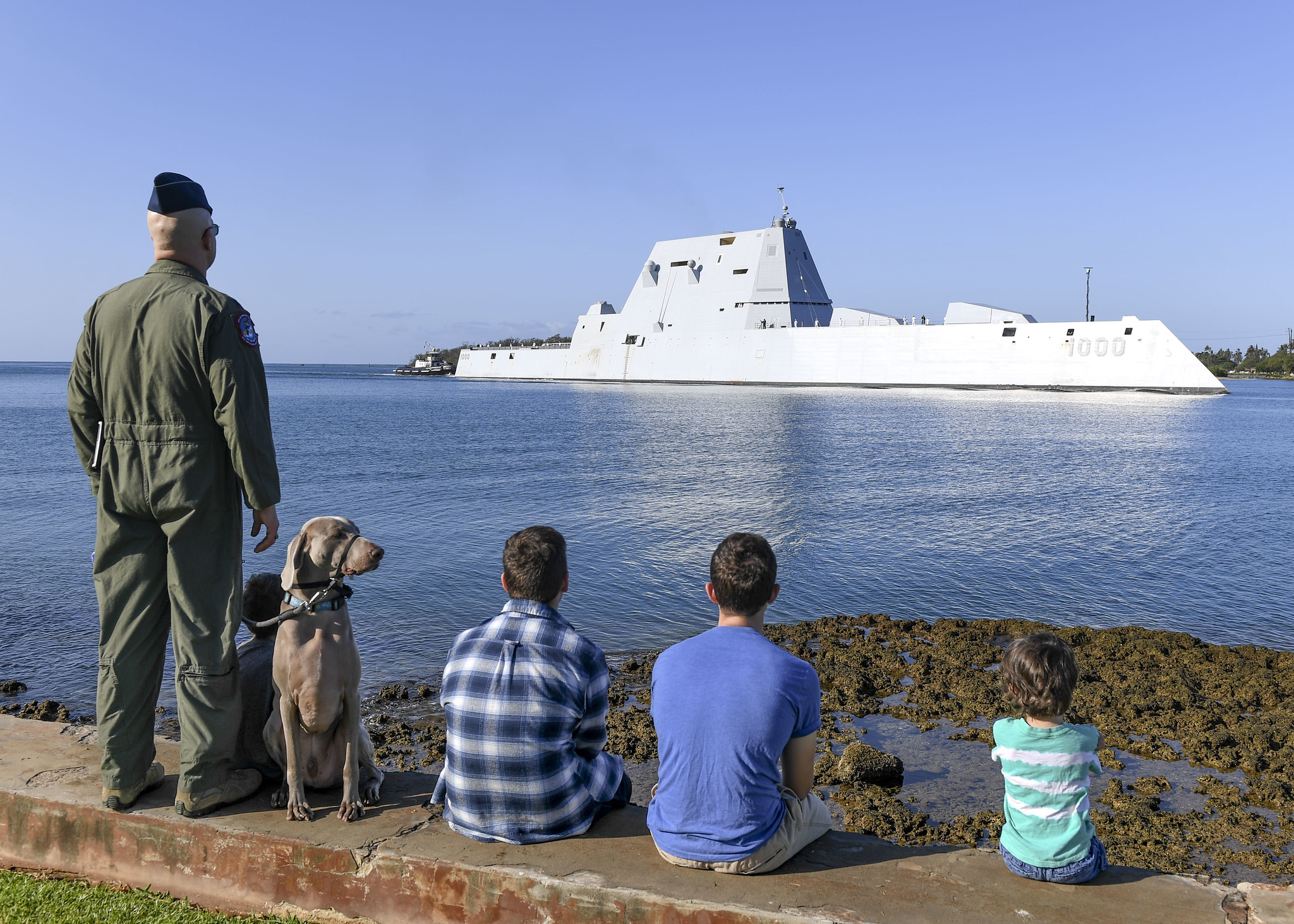 Sailors man the rails aboard the guided-missile destroyer USS Zumwalt (DDG 1000) as the ship pulls into Joint Base Pearl Harbor-Hickam on April 2, 2019. (Mass Communication Specialist 1st Class Holly L. Herline/Navy)
