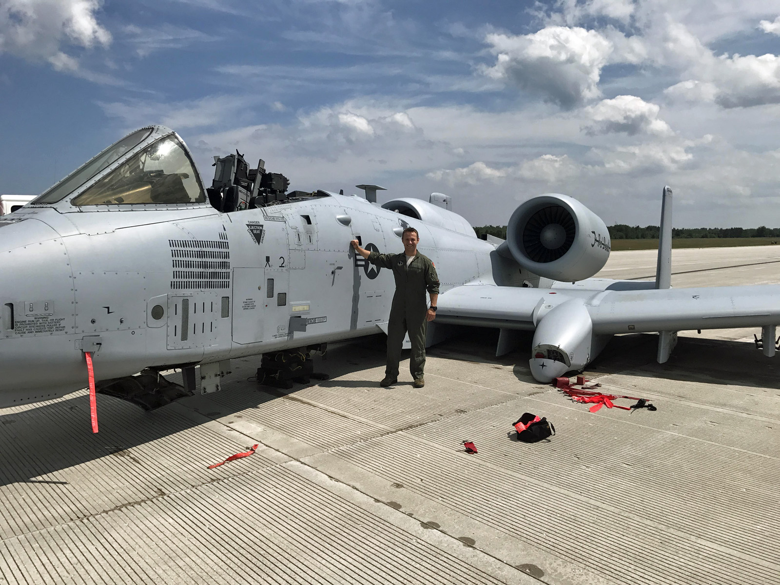 Air Force captain lands A-10 with no canopy, no gear