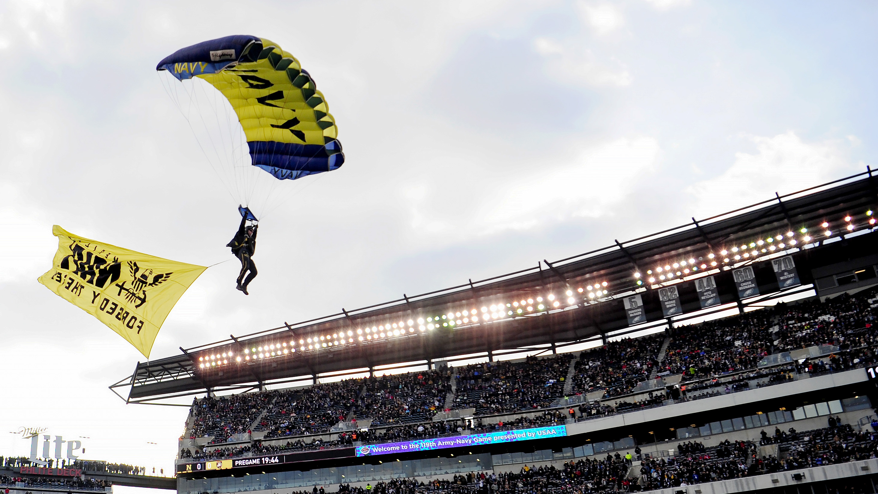 A U.S. Navy parachute jumper glides toward the field before the start of the game between Army Black Knights and Navy Midshipmen at Lincoln Financial Field on December 08, 2018 in Philadelphia, Pennsylvania. (Photo by Sarah Stier/Getty Images)