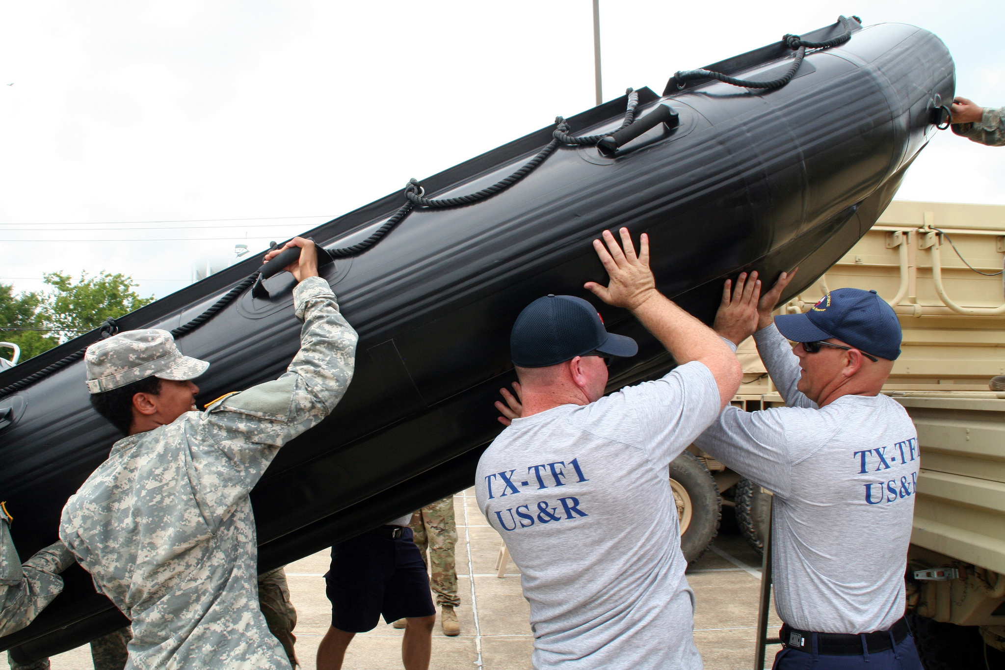 Texas Army National Guard soldiers joined members of a Texas Task Force Ones Swift Water Rescue Team for interoperability training leading up to Hurricane Harvey, in Bryan, Aug. 25, 2017. (Sgt. Steve Johnson/Army)