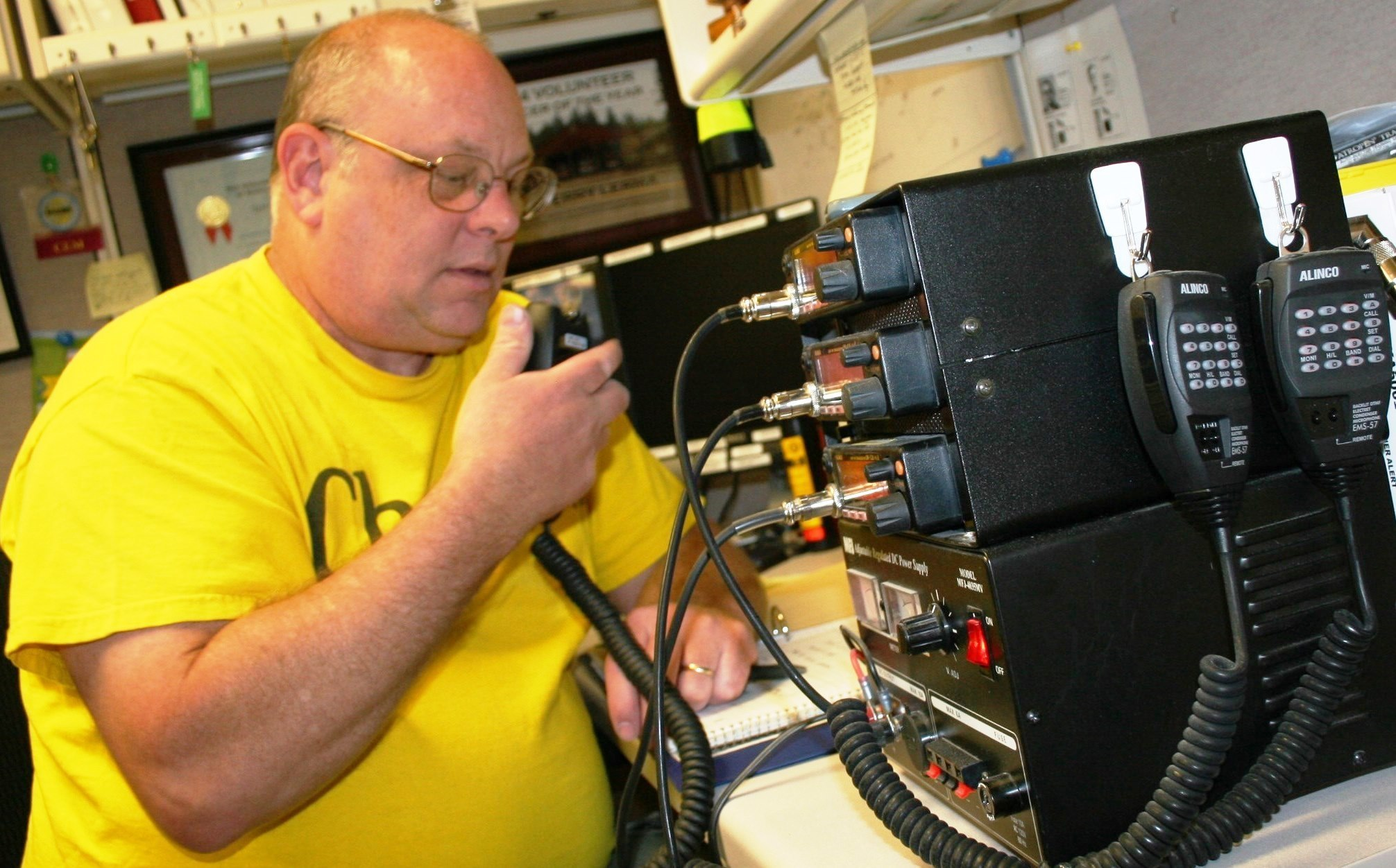 Retired Senior Chief Information System Technician Lee Moburg, a wireless amateur radio (HAM) operator, manned the HAM radio at Naval Hospital Bremerton during a 2016 exercise. Some Navy leaders are turning to ham radios to improve understanding of electronic warfare. (Douglas H Stutz/ U.S. Navy)