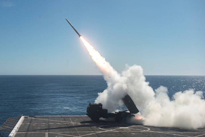 Marines launch rocket from amphibious ship to destroy land target 70 km away