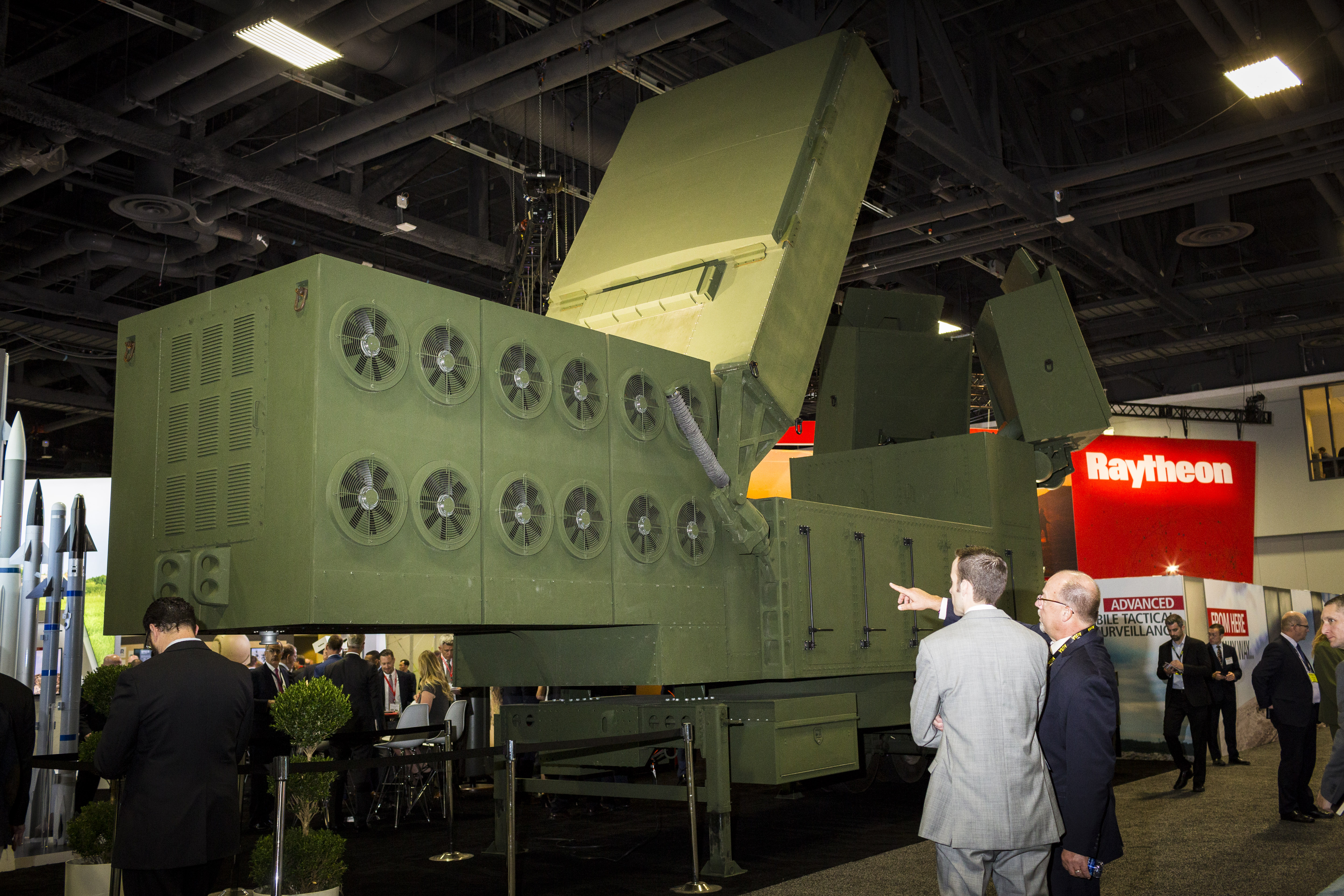 Raytheon's Lower Tier Air and Missile Defense Sensor is displayed at the AUSA conference on Oct. 14, 2019. (Eric Kayne/For Defense News)
