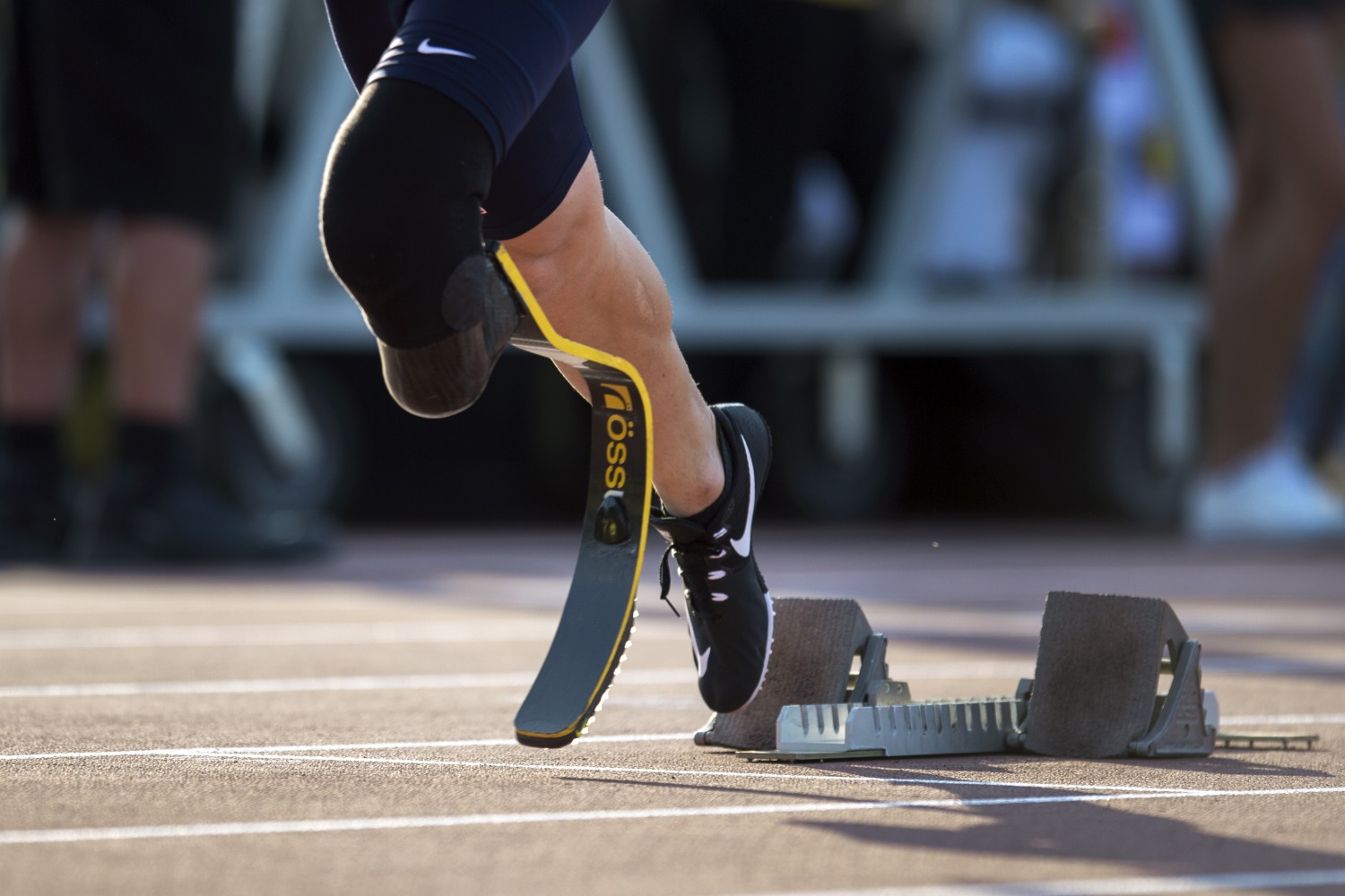 An Air Force veteran takes off from the starting blocks during the 2017 Invictus Games in Toronto, Canada, on Sept. 24, 2017. (EJ Hersom/DoD)