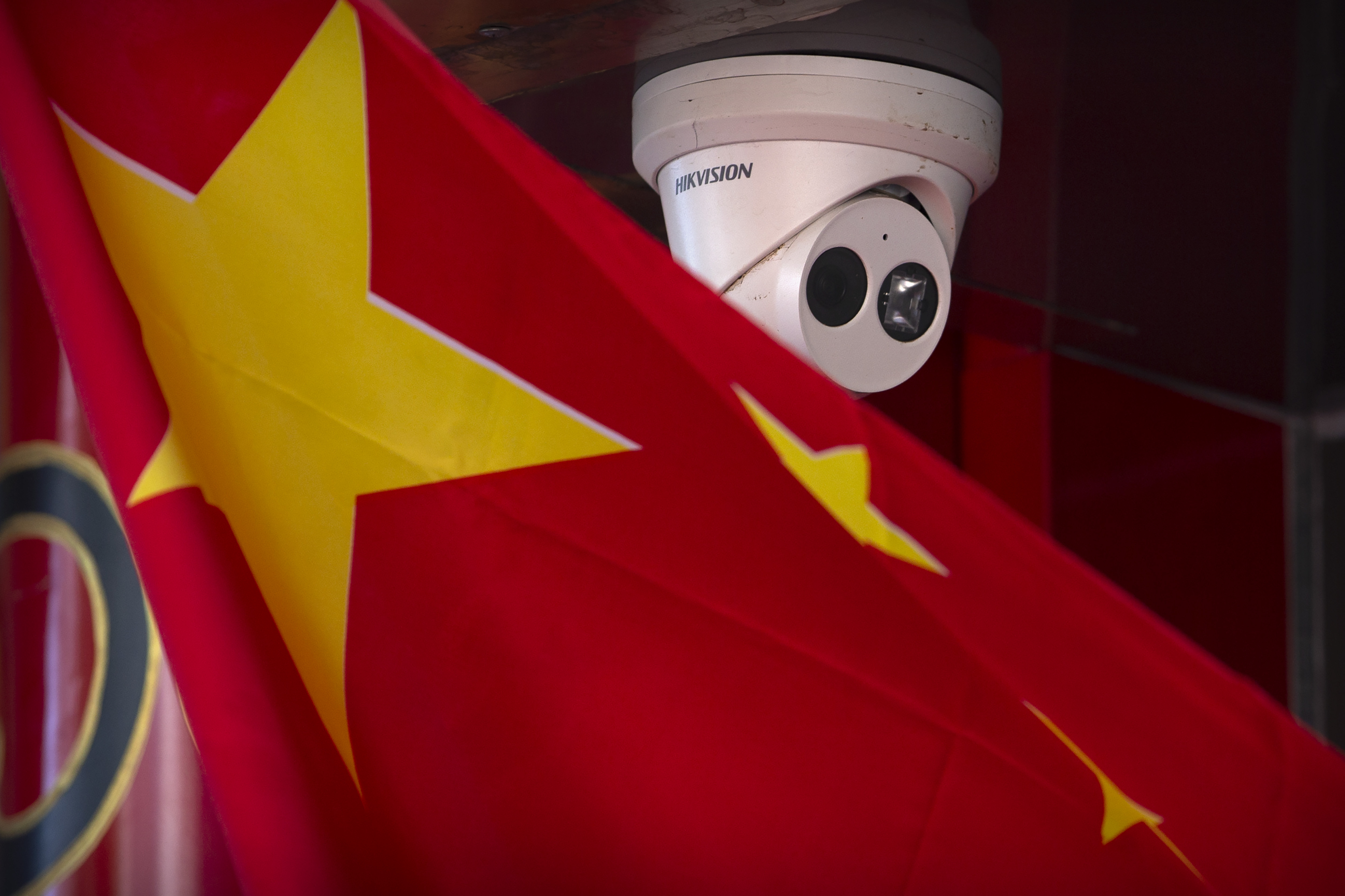 The United States government fears its falling behind China in the battle for 5G. (Mark Schiefelbein/AP)