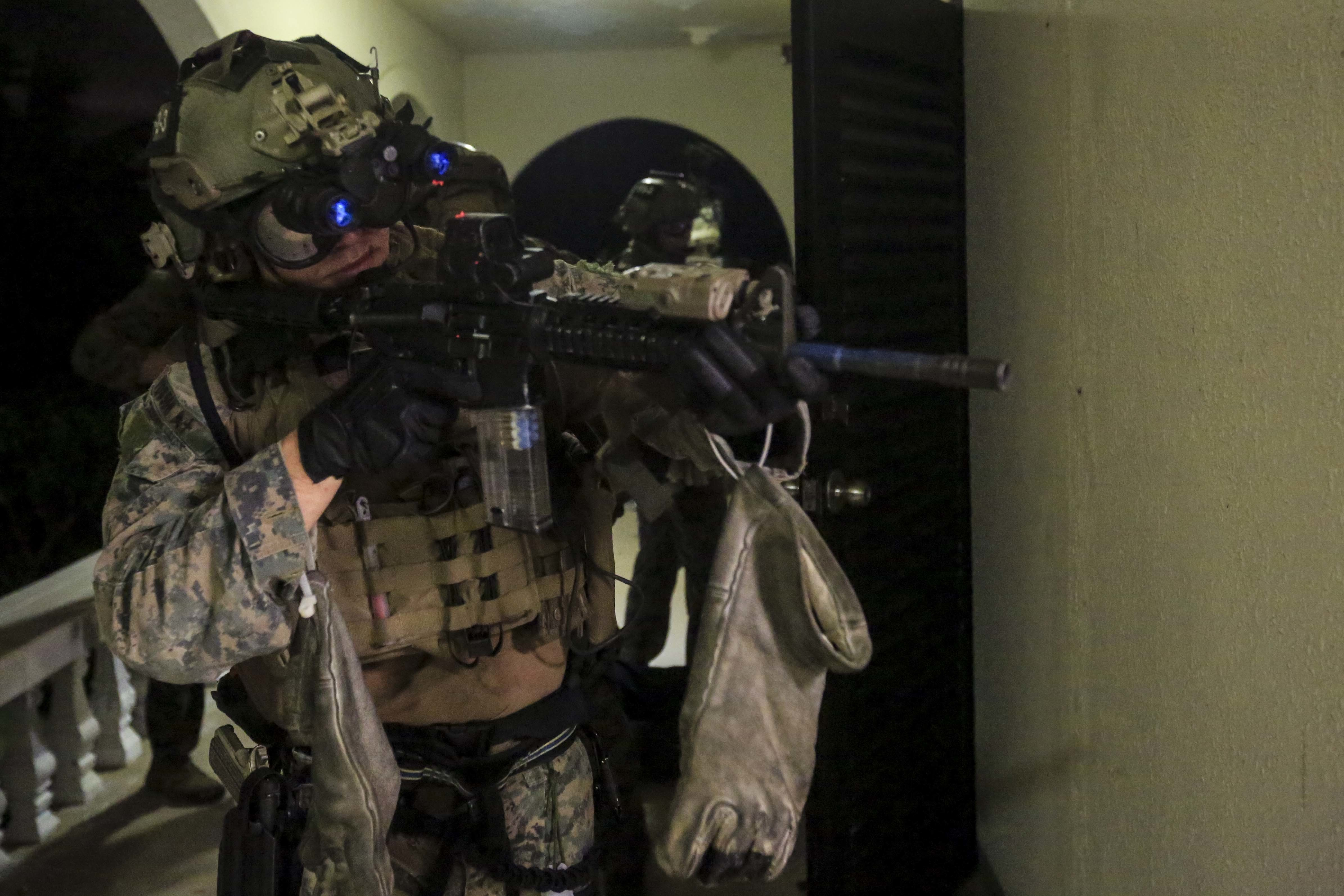 Marines hunt for new thermal and night vision goggles for grunts