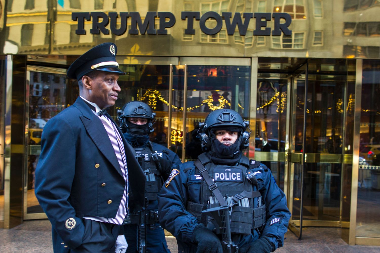 Heavily armed New York City Police officers stand guard at the entrance of Trump Tower on Dec. 15, 2016, in New York. (Eduardo Munoz Alvarez/AFP via Getty Images)