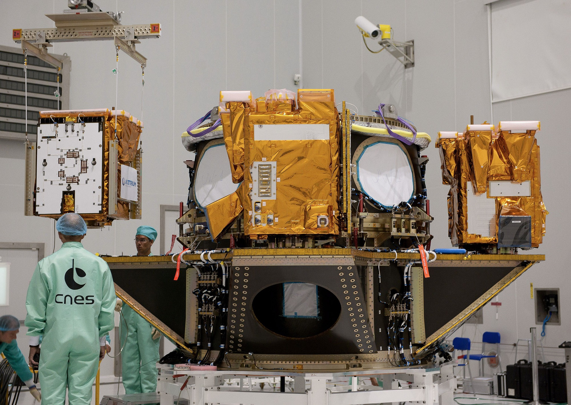 Foreign governments are approaching French satellites in orbit, says space commander