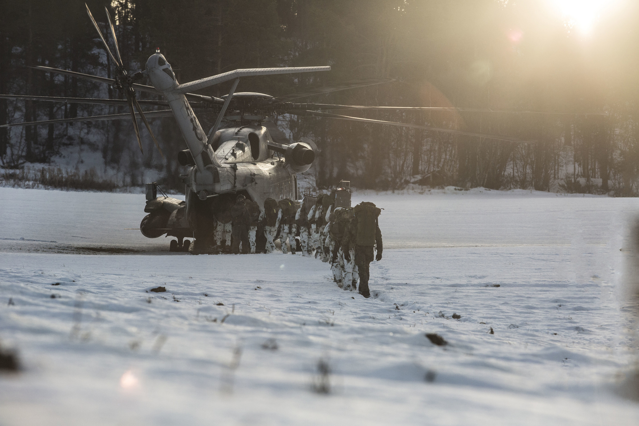 German soldiers board a U.S. Marine Corps CH-53E Super Stallion helicopter during cold-weather training in support of Exercise Trident Juncture 18 in Dalsbygda, Norway, Nov. 1, 2018. (Cpl. David Delgadillo/Marine Corps)