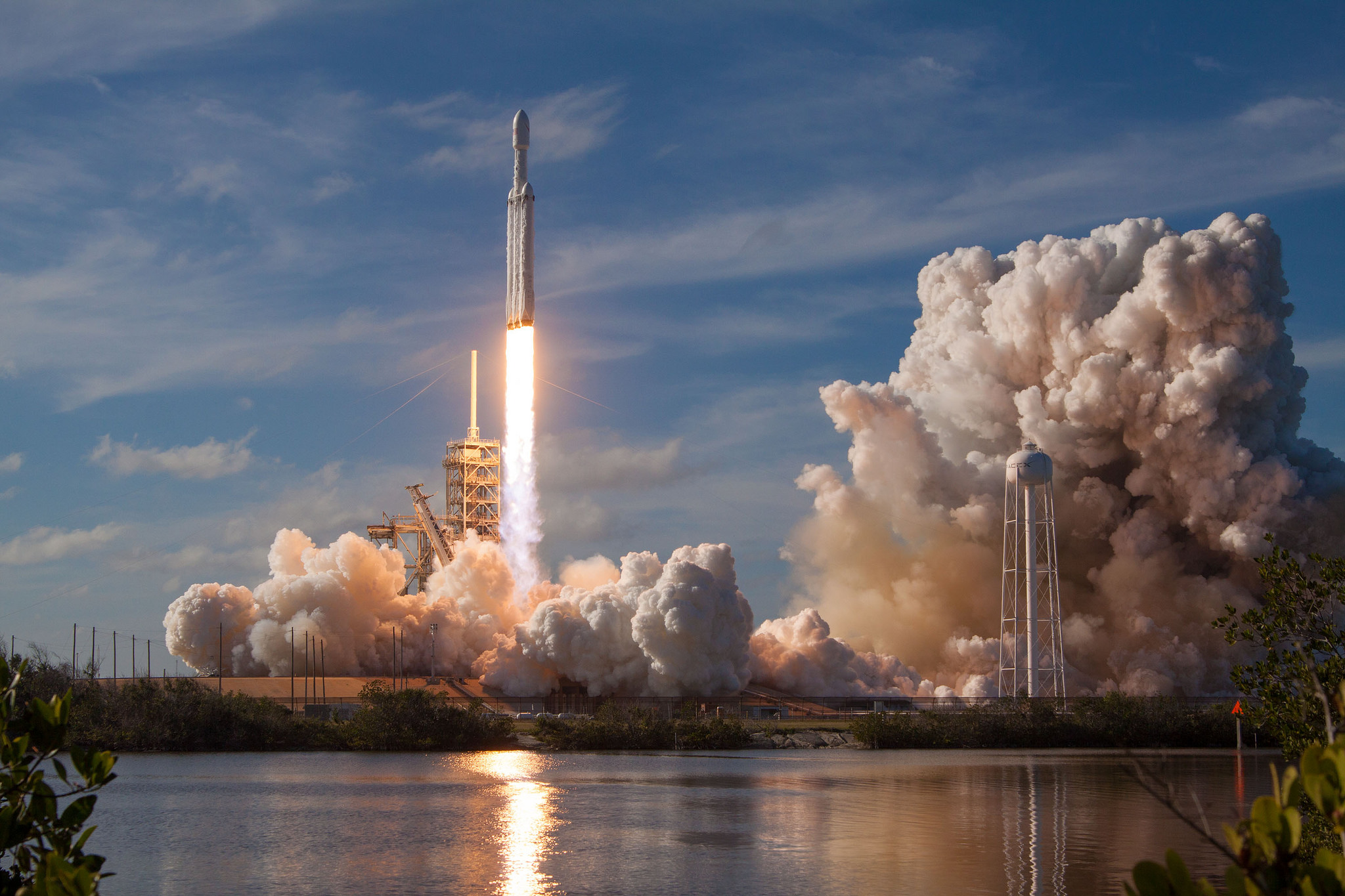 Air Force denies it could have had a free ride on SpaceX's Falcon Heavy