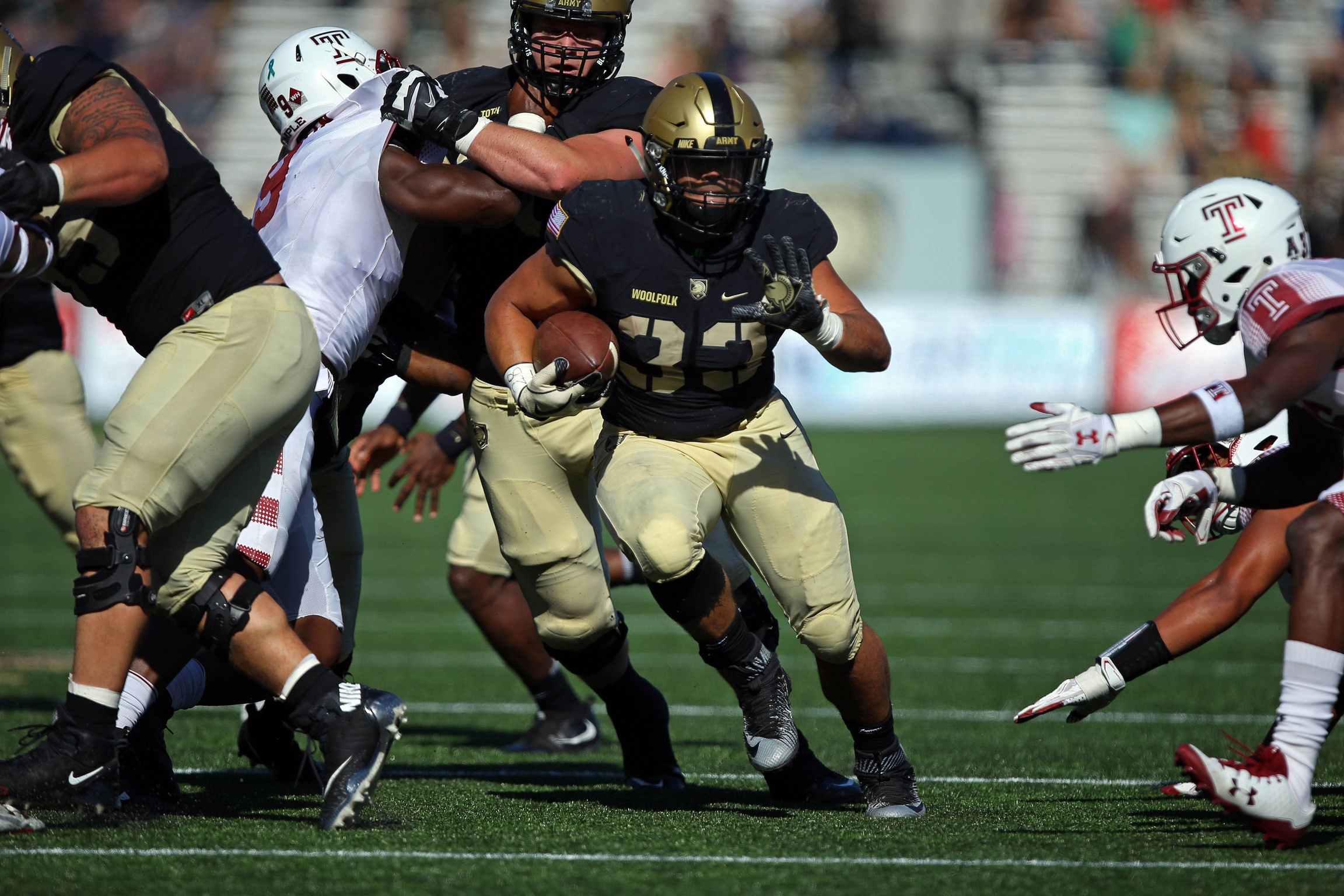 Army Black Knights running back Darnell Woolfolk (33) runs the ball against the Temple Owls during the first half at Michie Stadium. (Danny Wild/USA TODAY Sports)
