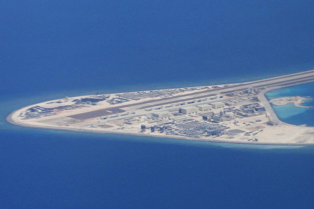 Pentagon chief to visit China amid South China Sea tensions