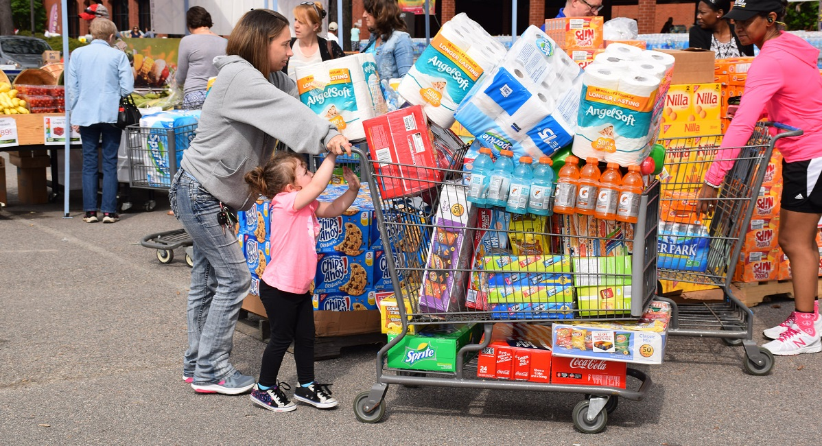 Many commissaries worldwide are offering sidewalk sales during various weekends in August and September. (Jessica Rouse/Defense Commissary Agency)